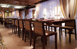 Oceania La Reserve table setting