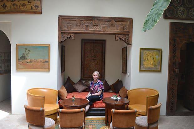 Sandy-in-Palais-Khum-lobby