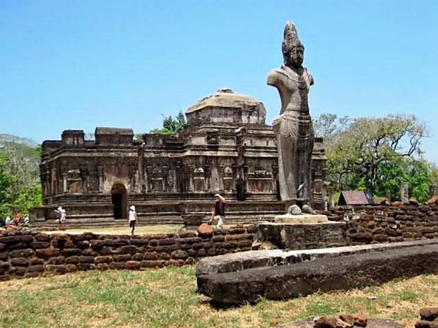 Plolnnaruwa-ruins1