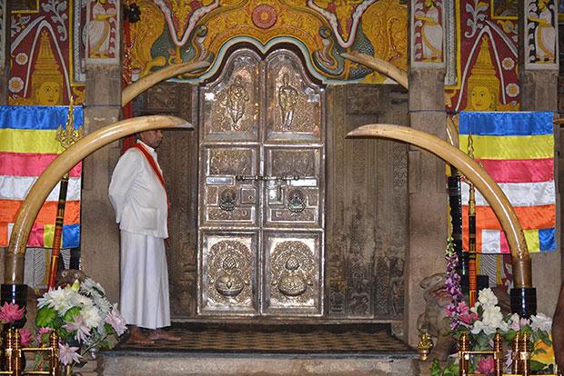 Tooth-of-Buddah-Shrine-2