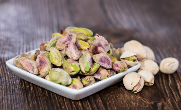 Pistachios in a bowl (on wood)