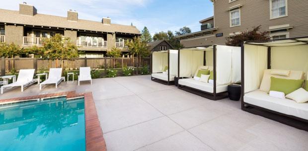 Senza-Hotel-Swimming-Pool