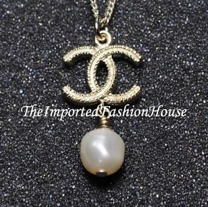 Authentic Chanel Classic White Pearl Drop Charm CC Logo Dangle Gold Necklace