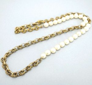 Chanel Authentic Vintage Faux Pearl and Gold Tone Chain Links Necklace