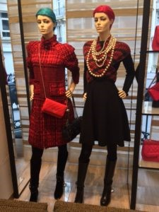 Paris display window for Chanel Pearls
