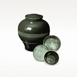 yuan black vase
