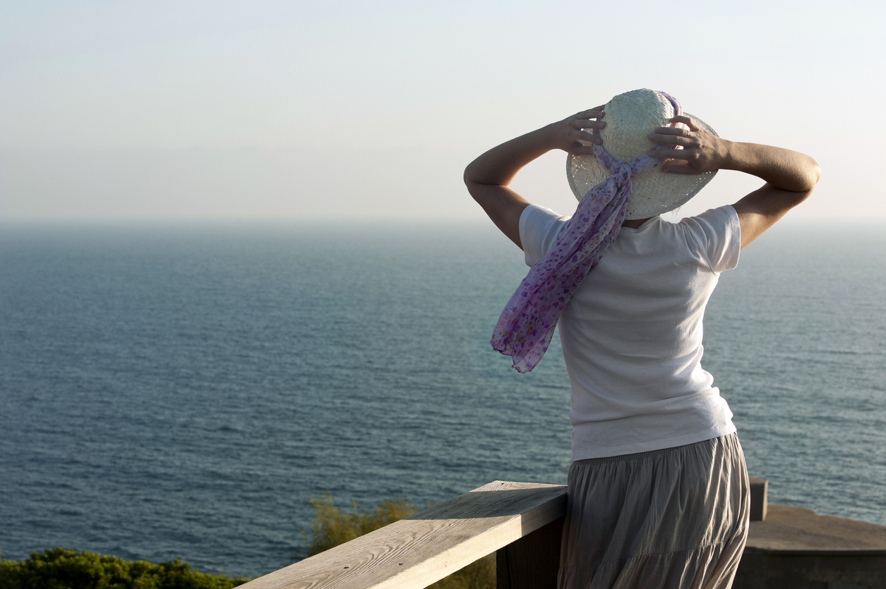 Woman wearing a summer scarf on her sun hat