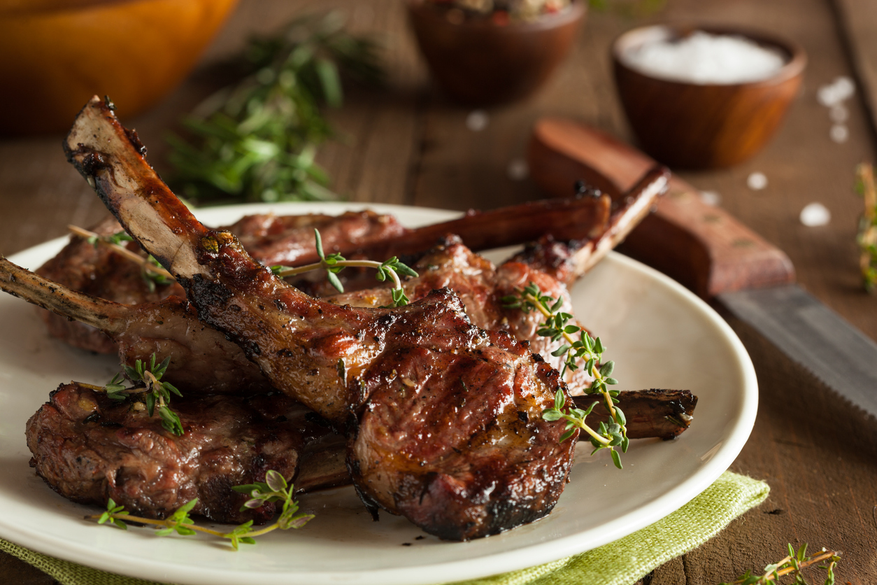 Grilled lamb chops are a healthy option when dining out