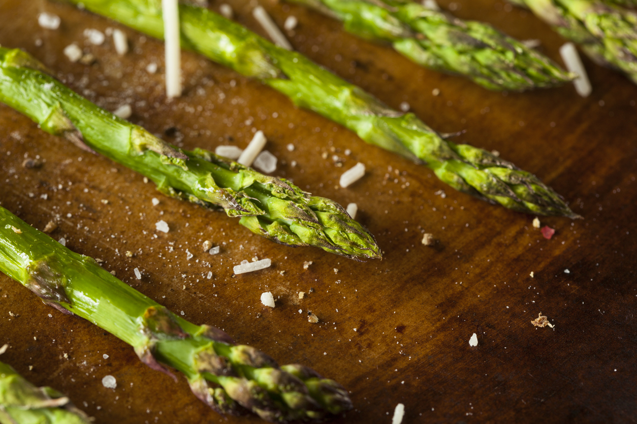 Asparagus with balsamic vinegar and parmesan cheese