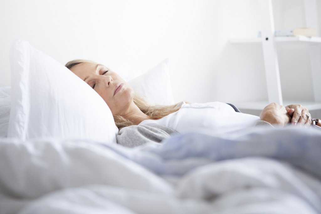 Woman Sleeping on her back for a good sleeping position