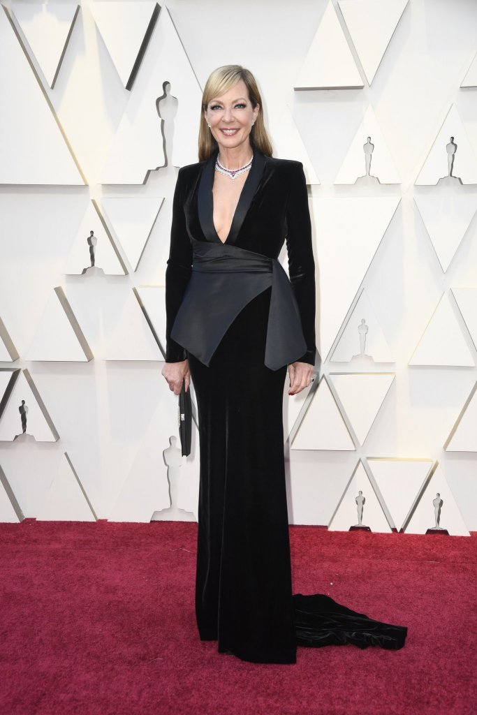 RedCarpet-Oscars- Allison Janney in a Pamella Roland gown