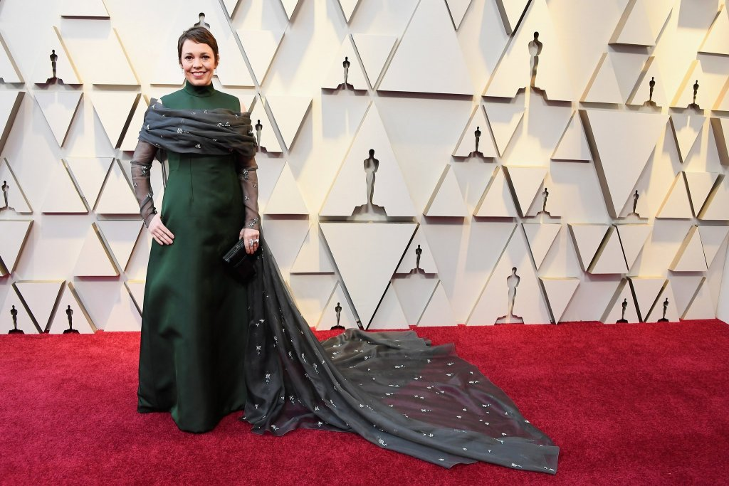 RedCarpet-Oscars-Olivia Colman Wearing Prada