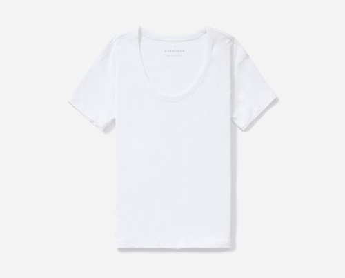 The Prime Woman's Guide to the White Summer Tee | PRIMEWoman.com