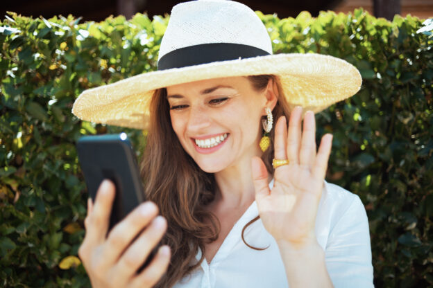 6 Top Dating Apps For Women over 50