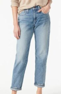 Slouchy boyfriend jean in Simsberry wash to look thinner