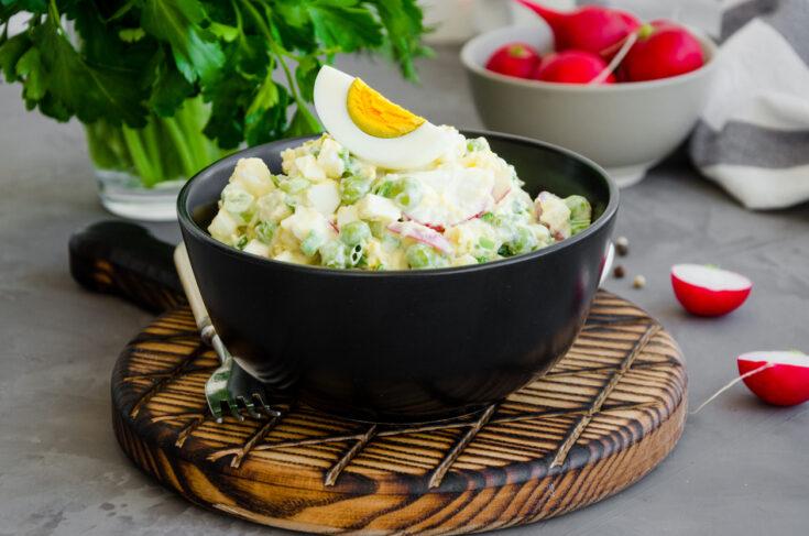 Tarragon potato salad with peas and egg