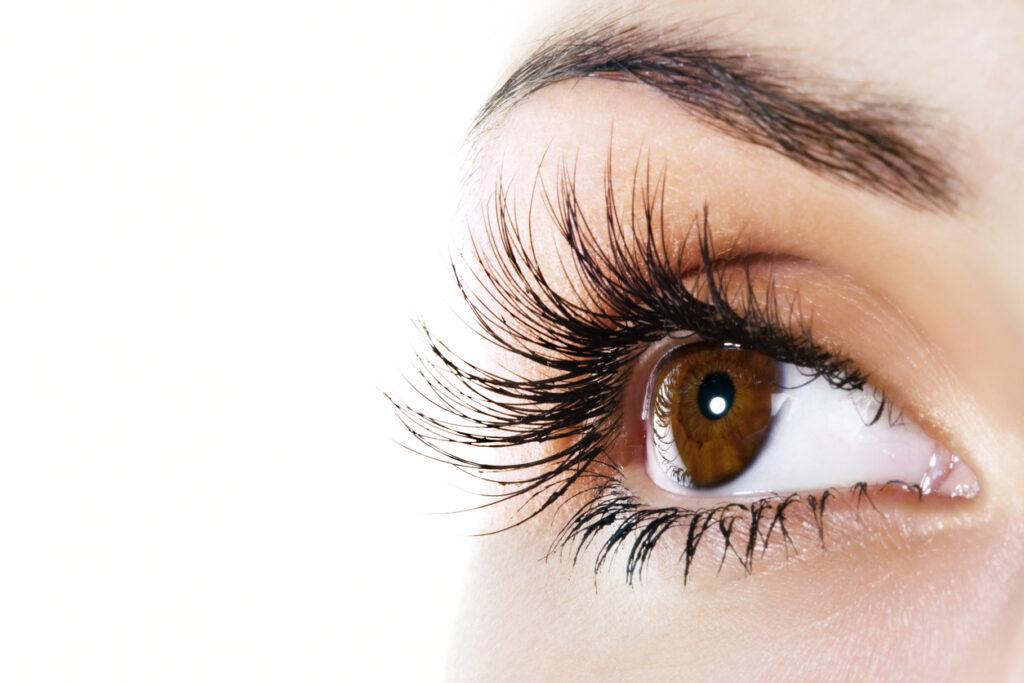 Longer lashes with best lengthening and volumizing mascaras