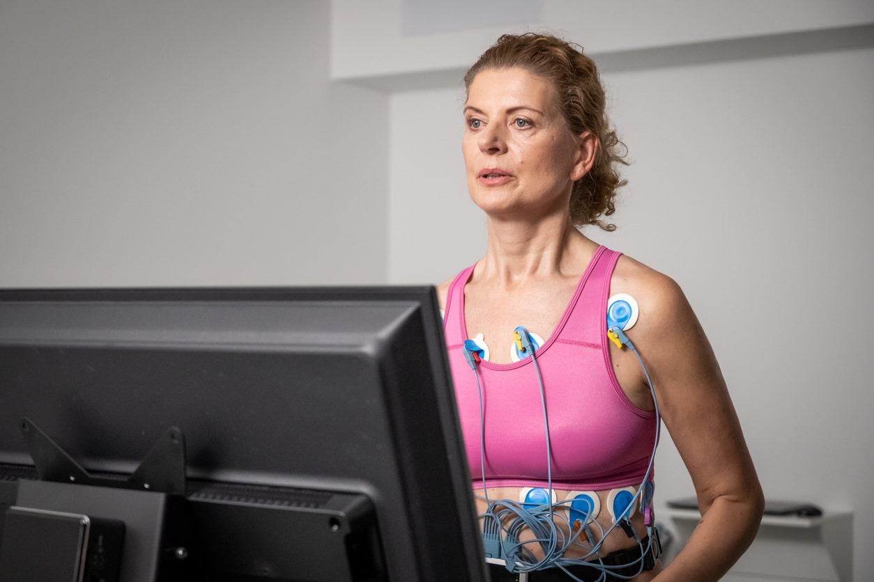 Stress Test vs Echocardiogram - Woman getting heart test on treadmill