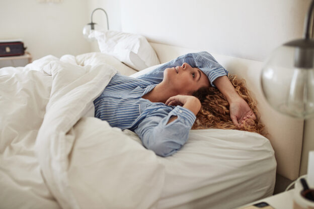 Best sleeping position for sinus drainage; woman unable to sleep